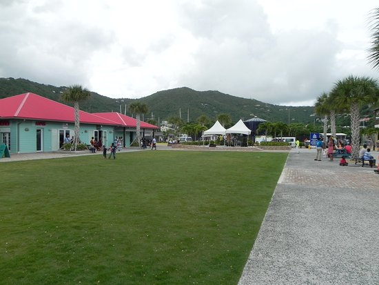 Road Town, Tortola: grassy area