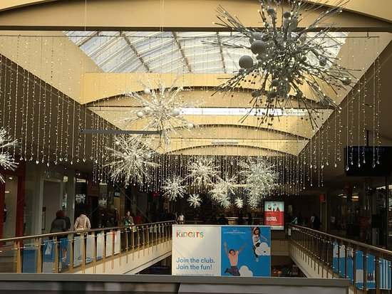 Livingston Mall - more snowflakes