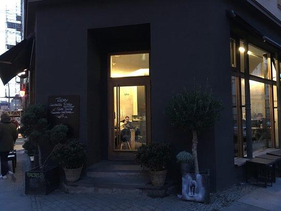 Oliv Cafe: Café Oliv exteriört
