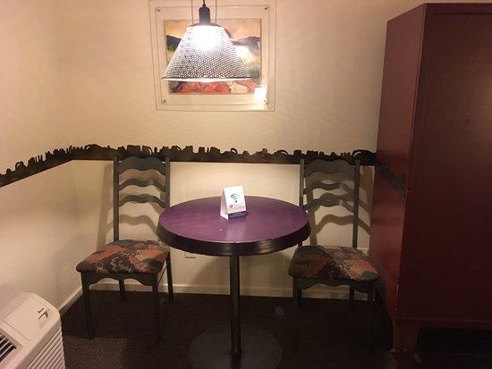 The Gonzo Inn: Room furniture