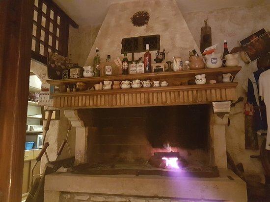 Istarska Konoba Buici: Open fireplace