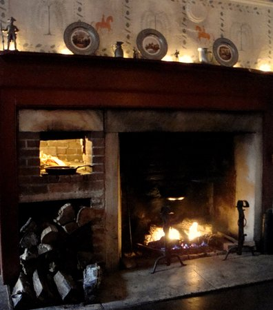 Manchester, VT: Our Rumford Fireplace has been keeping guests warm, since 1790.