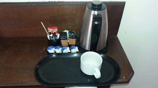 Hostelpoint-Brighton : Adequate tea and coffee facilities.