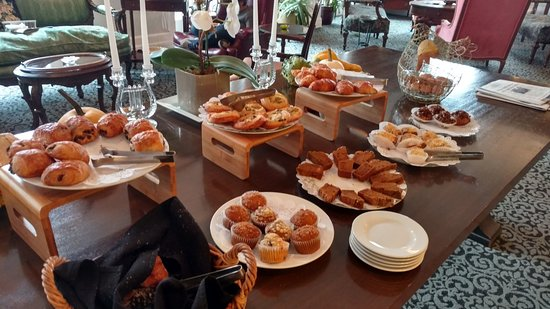 Awesome Margarita European Inn, An Ascend Hotel Collection Member: Pastry Table