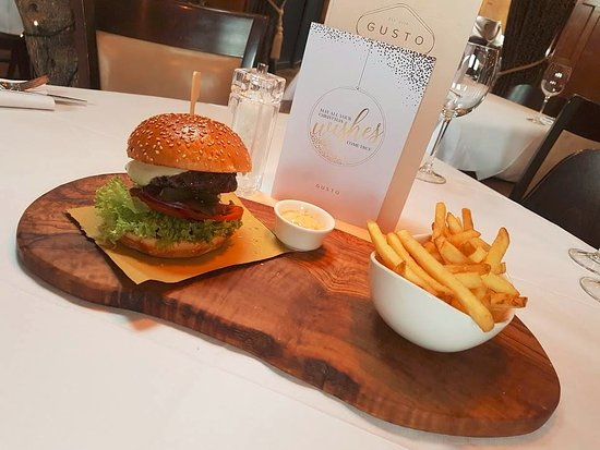 Heswall, UK: Gusto burger served in seeded brioche with melted mozzarella and fries
