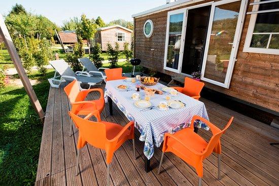 Camping le Paradis: Cottage Confort et Familial