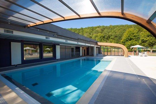 Saint-Leon-sur-Vezere, France : La piscine couverte