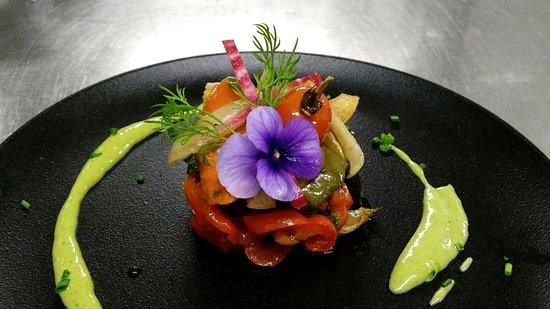 Saint-Cloud, France : Antipasti de légumes à l'huile d'olive parfumée par nos soins