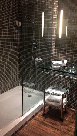 Bagno con doccia walk-in extra large - Picture of AC Hotel Milano ...