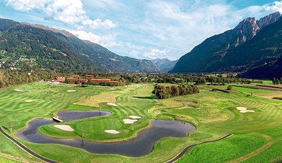 Lavant, Oostenrijk: Panoramaausblick Golfplatz Dolomitengolf