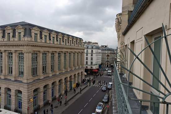 Hotel Richmond: Street vue from one room / vue d'une chambre