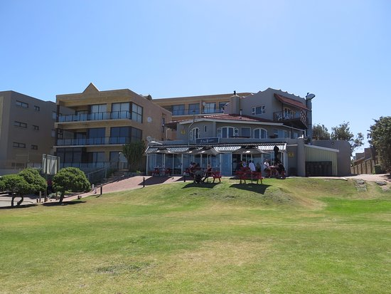 Jeffreys Bay, South Africa: View of the restaurant from the beach