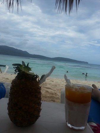 Las Galeras, Dominican Republic: Degustation de boisson bien intallé sur nos transat . Magnifique.