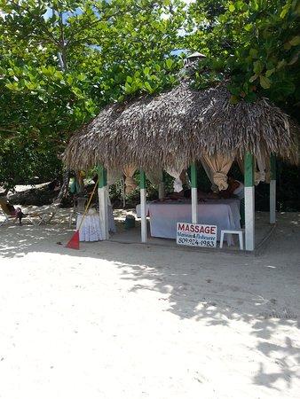 Las Galeras, Dominikana: Possibilité de massage a la plage, prix interessant et super expérience .