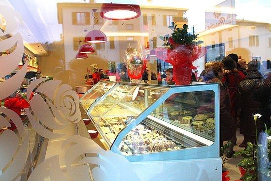 Rosora, Włochy: La vetrina dei gelati