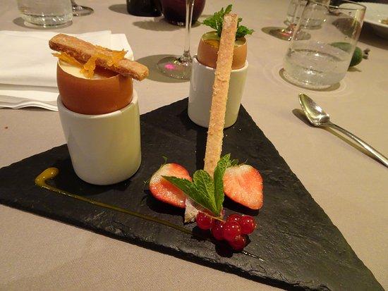 Ille-sur-Tet, ฝรั่งเศส: Deserten. Køkkenchefens overraskelse. Æg uden Æg. Hvid chokolade og Mango.