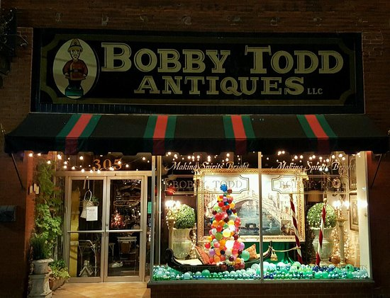 Sweetwater, TN: Bobby Todd Christmas window 2016