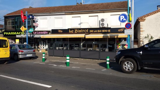 Le Passage, France: Restaurant se trouvant aux quatre feux...