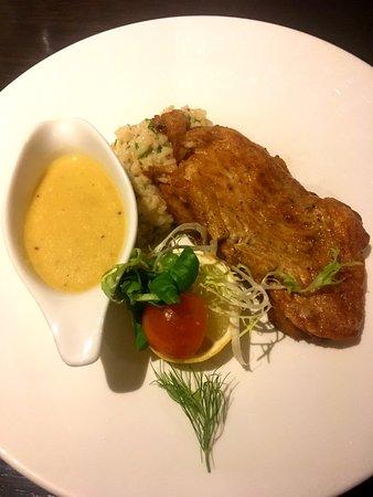 De goudreinet: kabel;jauw met truffelrisotto en mosterdsaua (de saus is too much bij de truffel risotto)