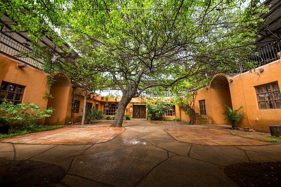 Trois Estate at Enchanted Rock: Courtyard