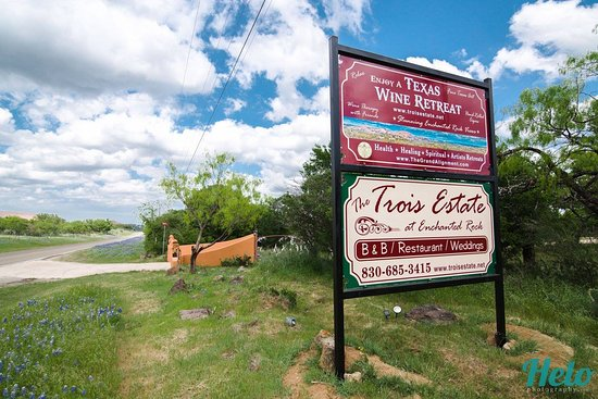 Trois Estate at Enchanted Rock: Sign