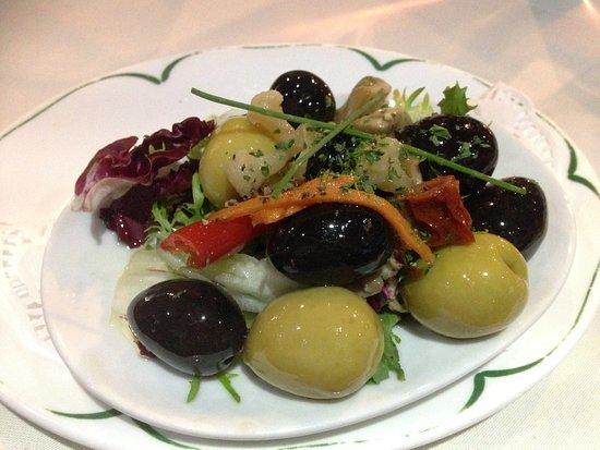 Beeston, UK: 7 olives for £3.95