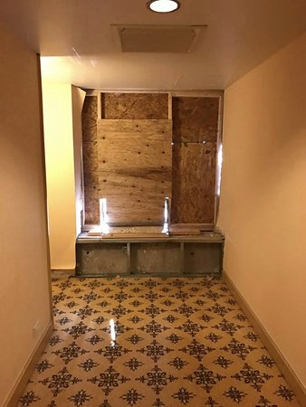 Englewood, Κολοράντο: What the end of the hallway looked like outside of my room.