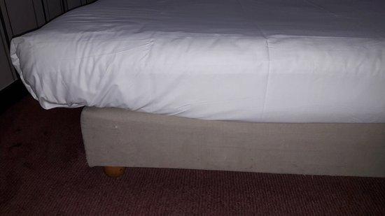 Hotel Le Clery: Chambre du 7e étage.  Certes ce n'est pas cher. J aimerais savoir comment sont attribué les étoi