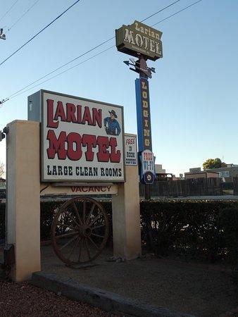 Larian Motel Photo