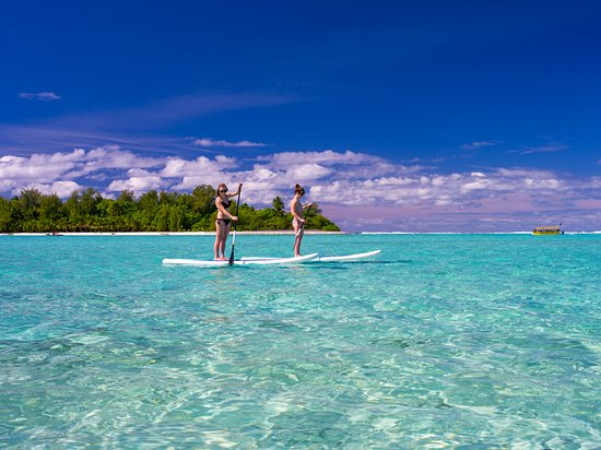 Cook Islands: Stand Up Paddleboarding at Muri Beach