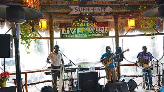 Jensen Beach, FL: This was an excellent reggae band.