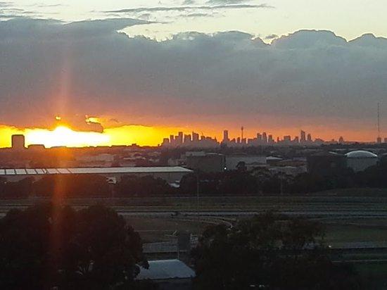 Rosehill, أستراليا: Sunrise over Sydney