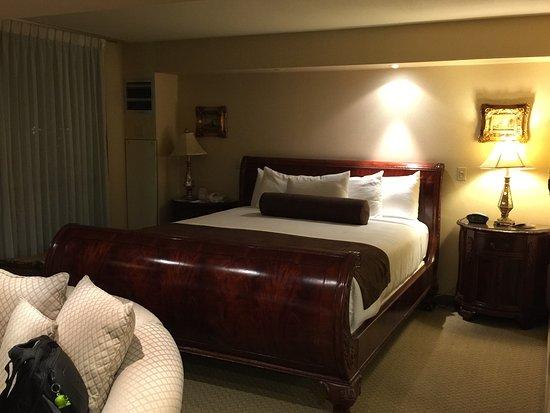 Eldorado Resort Casino: King bed