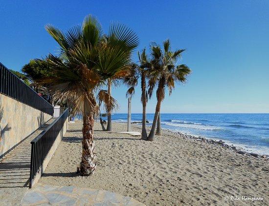 hotel fuerte marbella strand bij het hotel