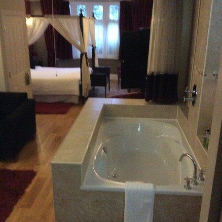 Hotel de Vie: Scarlet suite
