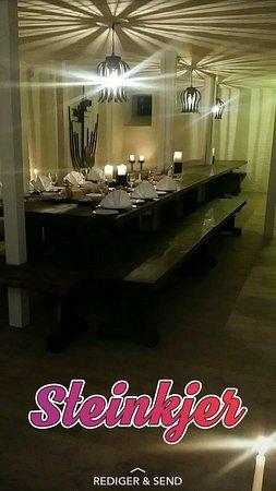 Steinkjer, Norwegia: kjellerstua oppdekkt til jule tapas