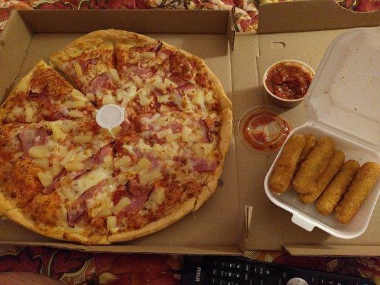 North Adams, MA: Pizza with Mozzarella sticks