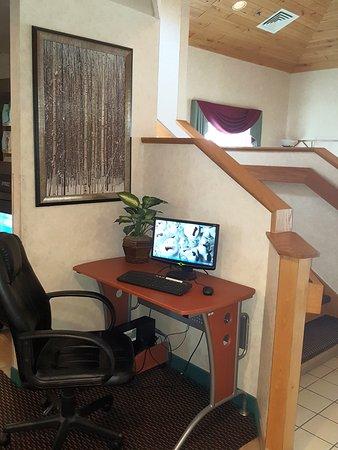 Antigo, WI: CUSTOMER COMPUTER DESK