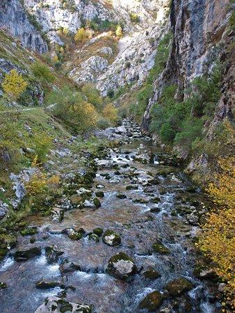 Urdón-Tresviso: el río al comienzo de la ruta