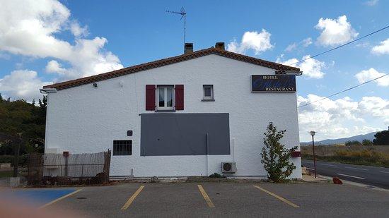 Marseillette, France : parking privé 20 places