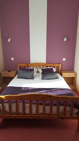 Marseillette, France : chambre N° 2 : 1 lit double 1/2 personnes