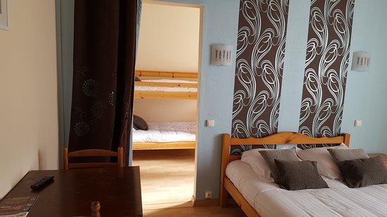 Hotel O Fil de l'O: suite familiale chambre N° 3 : 1 lit double et 2 lits superposés