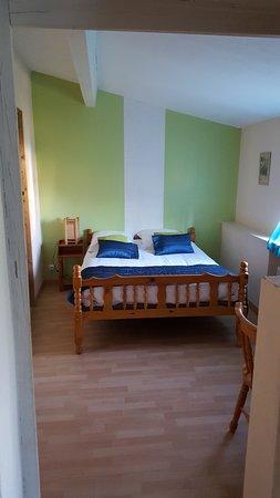 Hotel O Fil de l'O: suite familiale chambre N° 4 : 1 lit double et 2 lits simples