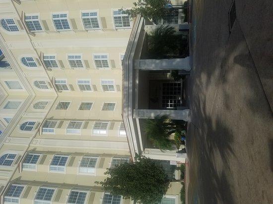 Hotel Indigo Houston at the Galleria: TA_IMG_20161128_155931_large.jpg
