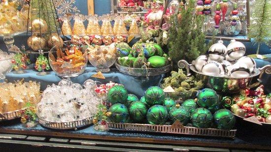 Kultur- und Weihnachtsmarkt Schloß Schönbrunn: More tree decoration