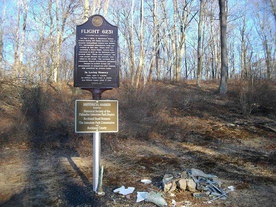 Fort Lee, Nueva Jersey: Marker for plane crash in Harriman