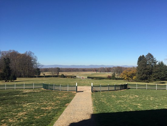 Montpelier Station, VA: The view from the front porch of the mansion.