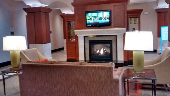 Drury Plaza Hotel Nashville Franklin: One of the sitting areas off the lobby