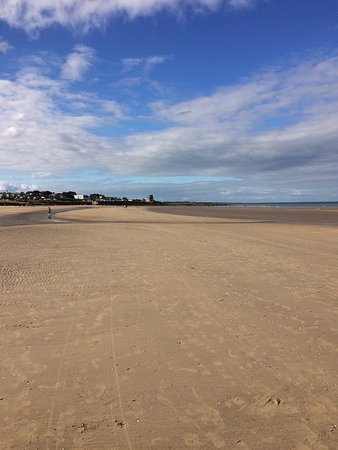 Portmarnock, Ireland: The beach that is an easy 2 minute walk from rooms