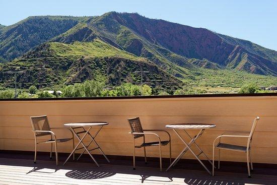 Glenwood Springs Inn: Rooftop Terrace